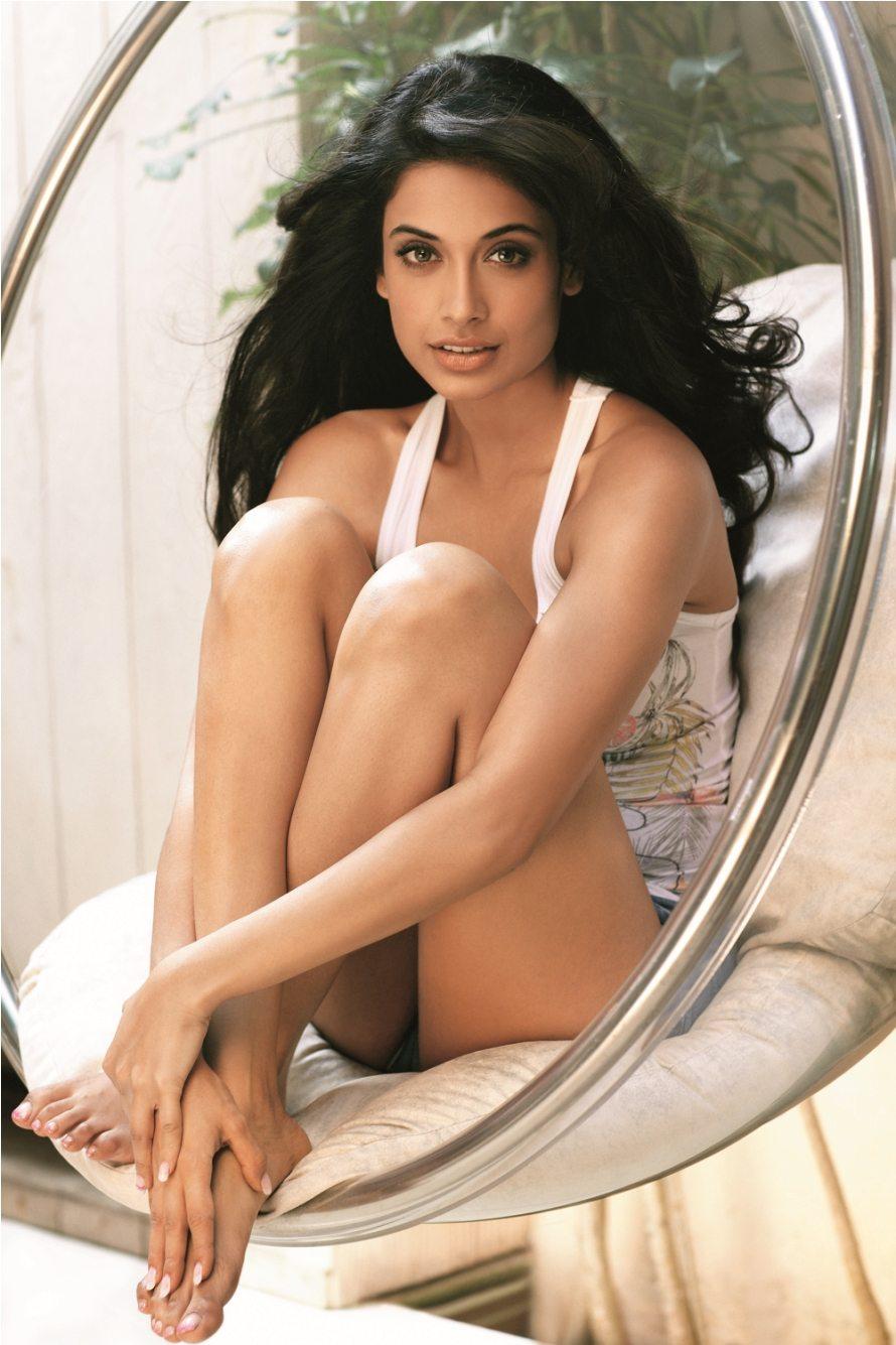 Nice Girl Wallpaper Hd Indian Sarah Jane Dias Set To Sing In Upcoming Movie Bollywood