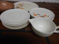 VINTAGE MELAMINE PLASTIC DINNERWARE 16 PIECE SET - Other