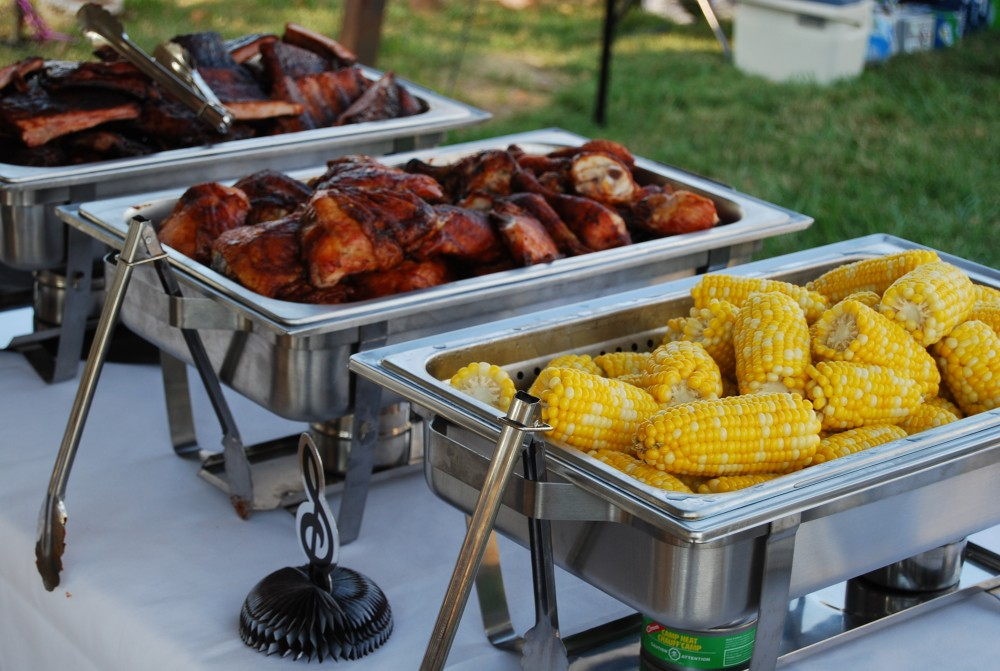 Hay Tray Table Bbq Catering In Utica Ny - Great Food Without All The Work