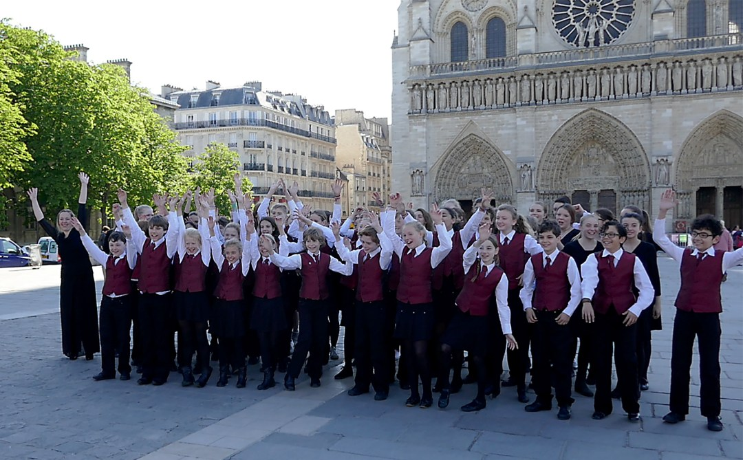 Paris sightseeing tour children's choir at Notre Dame Cathedral