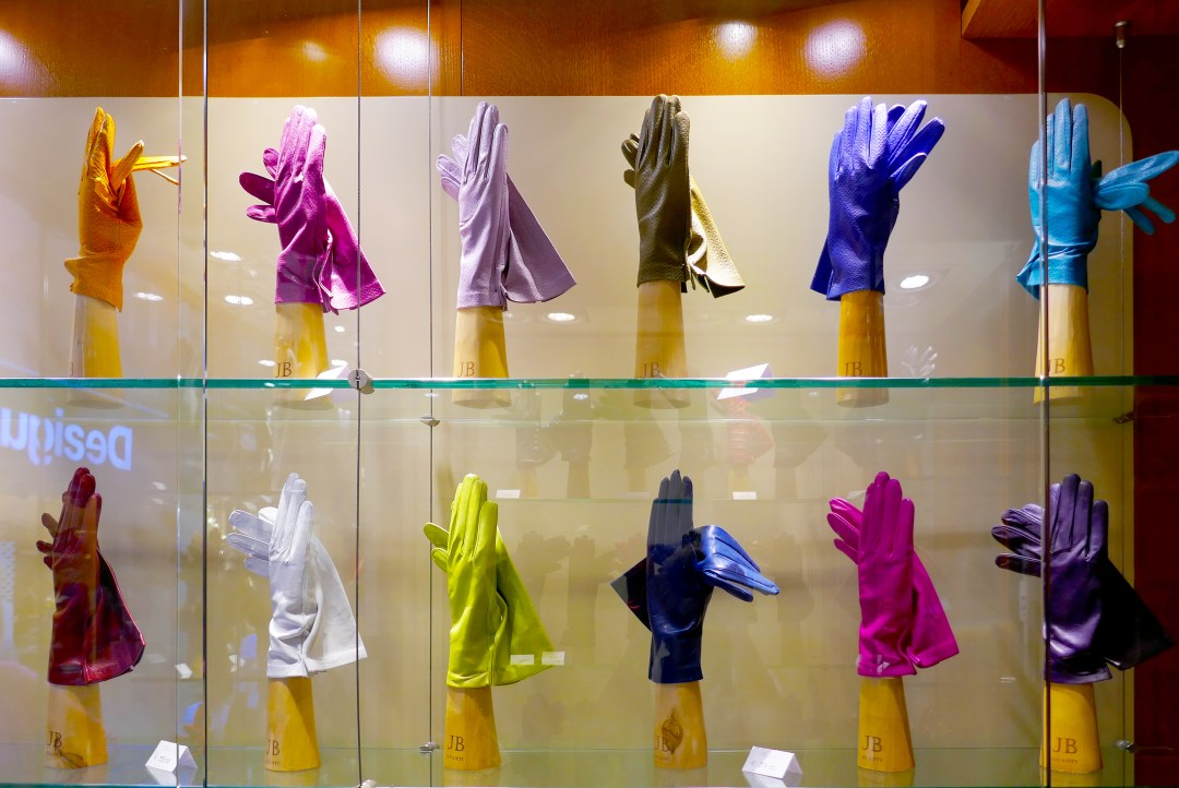 Shopping for Italian leather gloves
