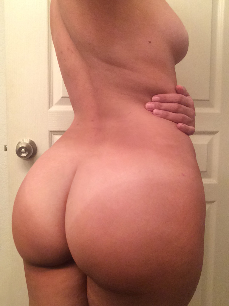 busty thick booty selfie