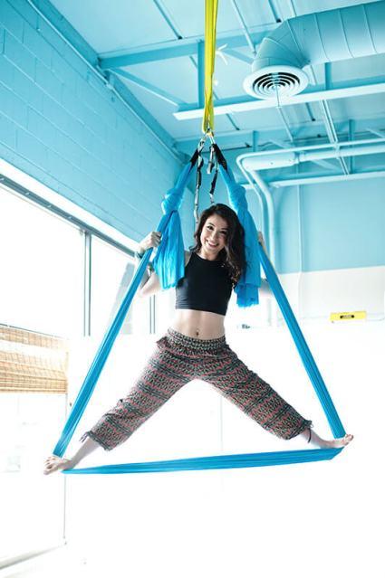 aerial-yoga-splits-ashley