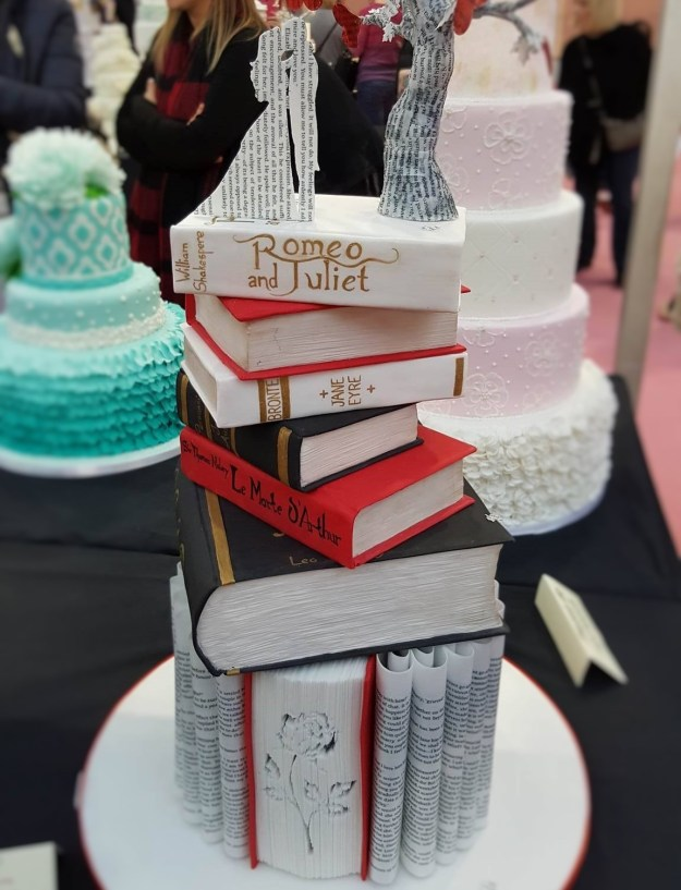 Wedding Cake Inspiration - Romeo and Juliet Books