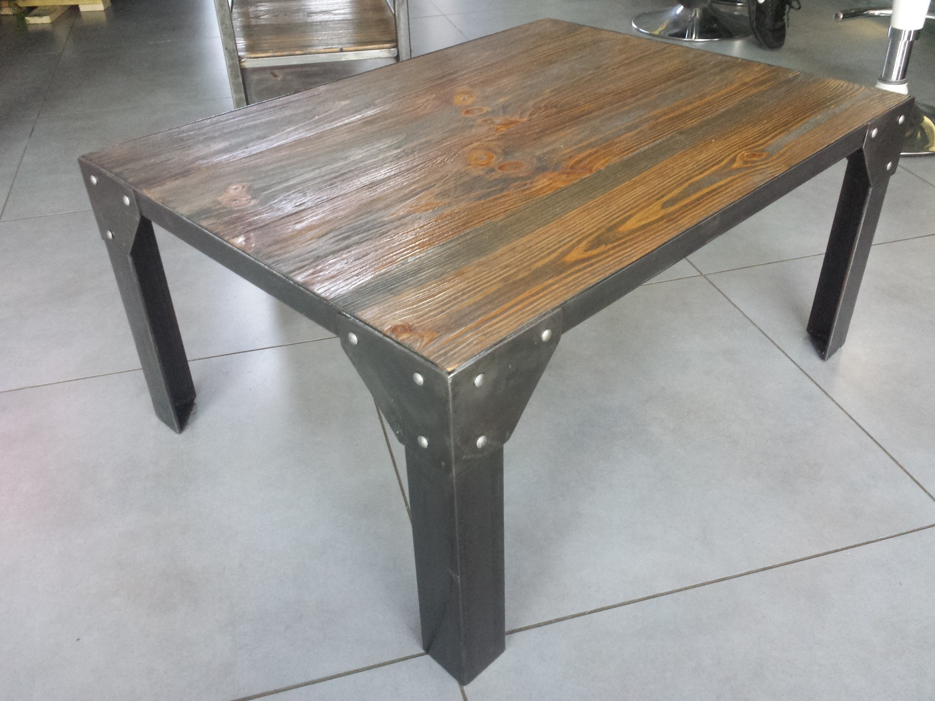 Table Exterieur Industriel Fabriquer Sa Table Basse Industrielle Boutique Gain De