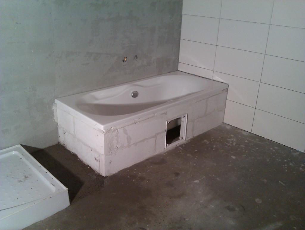 Badkamer Deels Betegelen : Volgorde badkamer betegelen vloer bouwproject roca alba