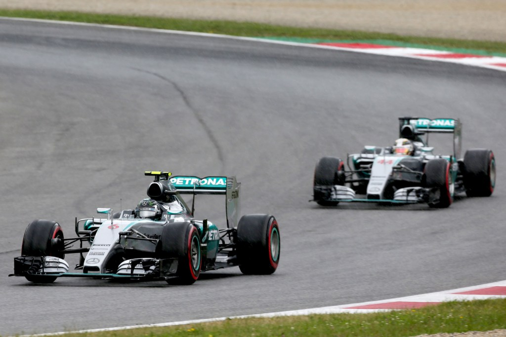 Rosberg corrects qualifying error to win in Austria