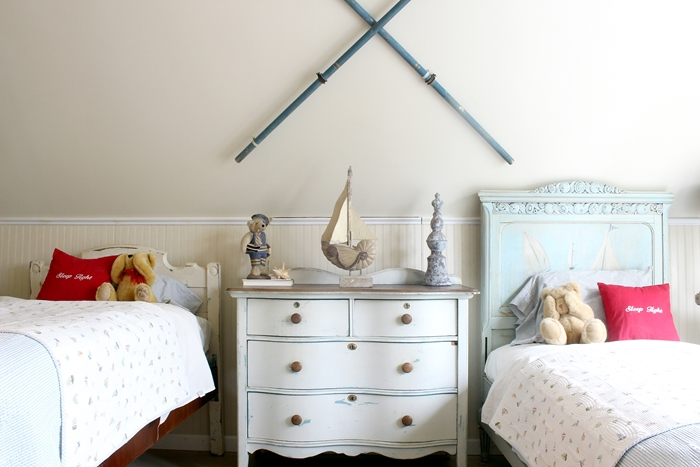 Nantucket room with sailboat bed