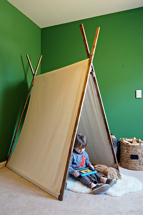 DIY canvas play tent: tutorial at BoxyColonial.com