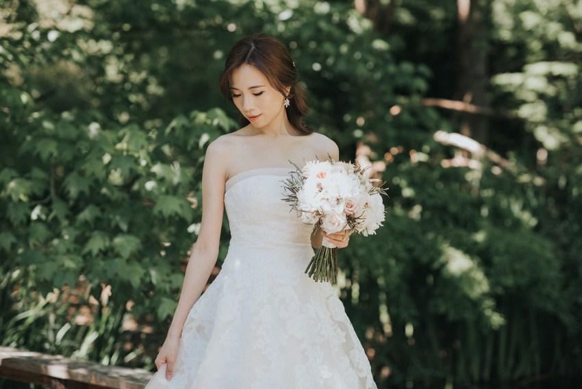 vandusen garden bridal portrait