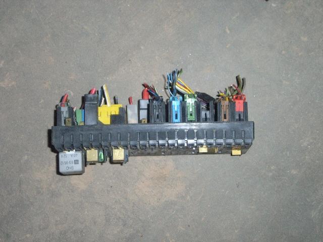 Fuse Box AUDI 80 (8C2, B4) 19 TDI B-Parts
