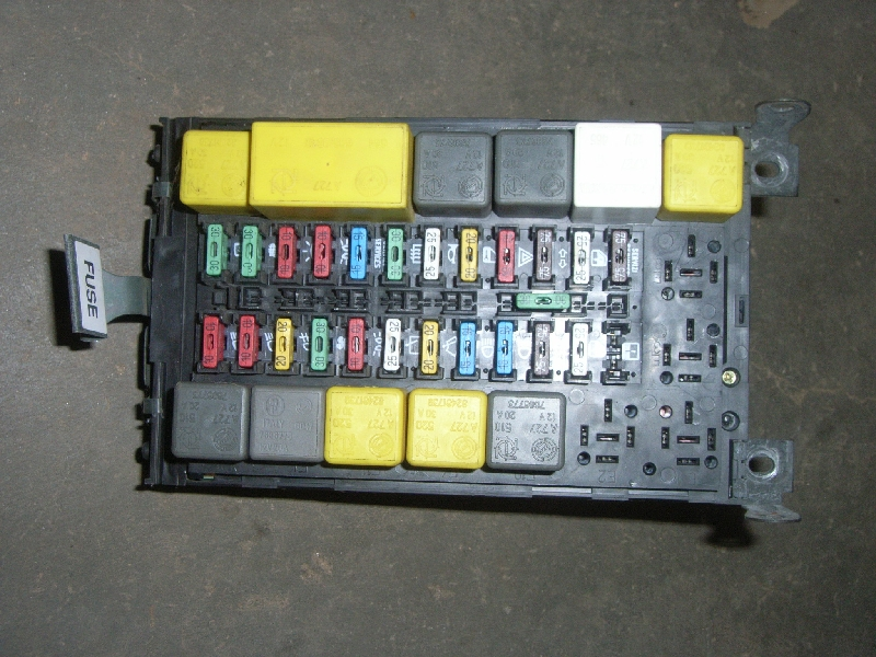 Fuse Box ALFA ROMEO 146 (930_) 16 ie (930B2) B-Parts