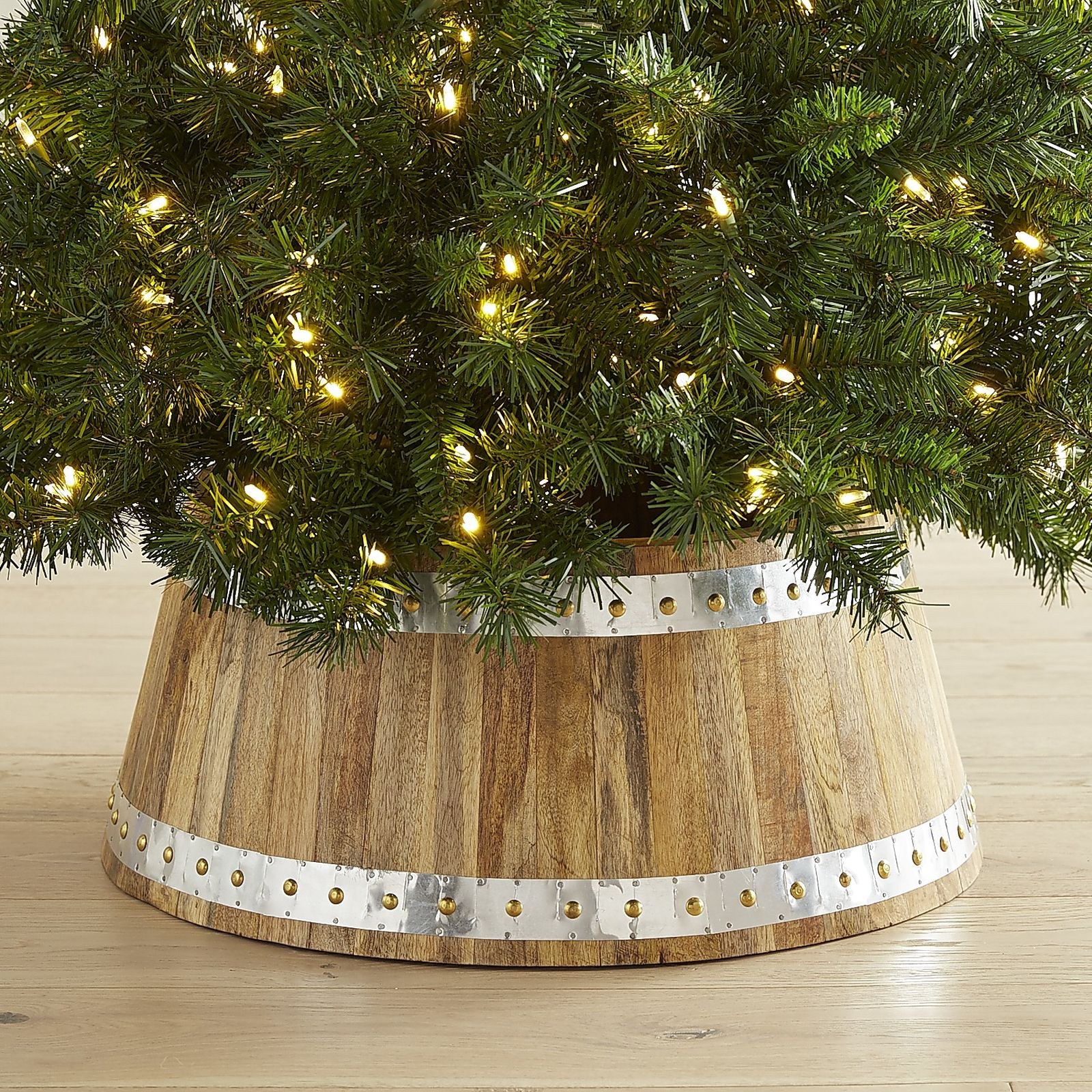 Christmas Tree Collar 10 Best Christmas Tree Skirts For 2017 Elegant White