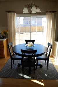 How to place a rug with a round dining table?