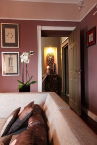 How to use Marsala in living room color schemes