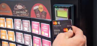 Bezkontaktné platby MasterCard sa rozširujú  do automatov DELIKOMAT