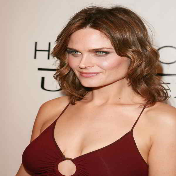 Emily Deschanel Bra Size and Body Measurements