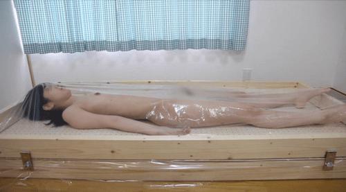 original VAC BED 自作バキュームベッドで呼吸制御プレイ&窒息プレイ 悶絶する女