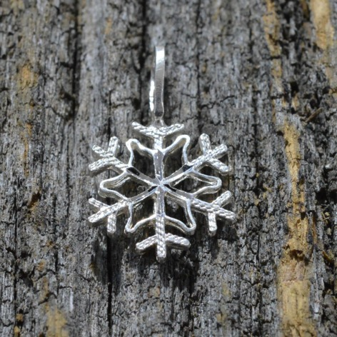jewelry-snowflake-pendant-necklace