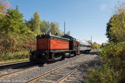 Berkshire_Scenic_train_departing_Renfrew_wide1_DSCF3717