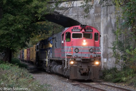 DL-PT98 arrives at Slateford Junction. It is passing below the remnants of the old Lackawanna Cut-off bridge over the Delaware River.