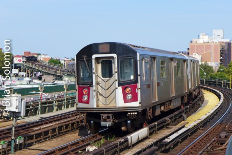 Tail-end of the outbound express at 46th Street.