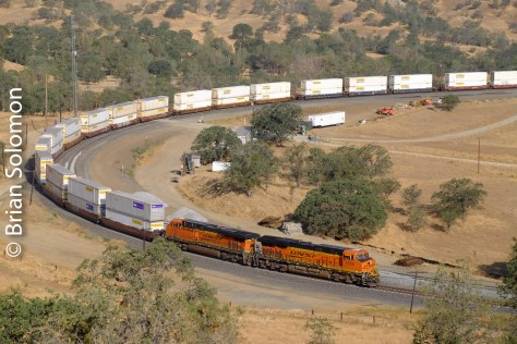 BNSF_6936_stack_train_near_Walong_CA_DSCF0861