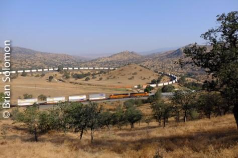 BNSF_6936_stack_train_near_Walong_CA_DSCF0866