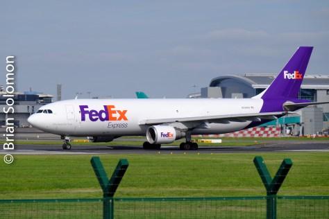 fed_ex_plane_at_dublin_airport_dscf4279