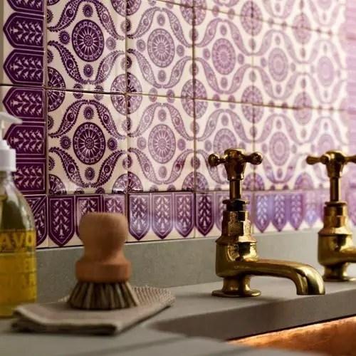 Salle de bain violet faence Choisir la couleur de la salle de bain   21 Idées de couleurs