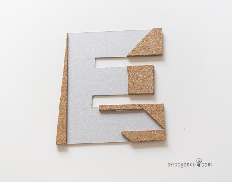 letra de cartón y corcho