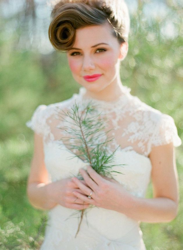 How to Wear a Bob for your Wedding   Bridal Bobs   Bridal Musings Wedding Blog 21