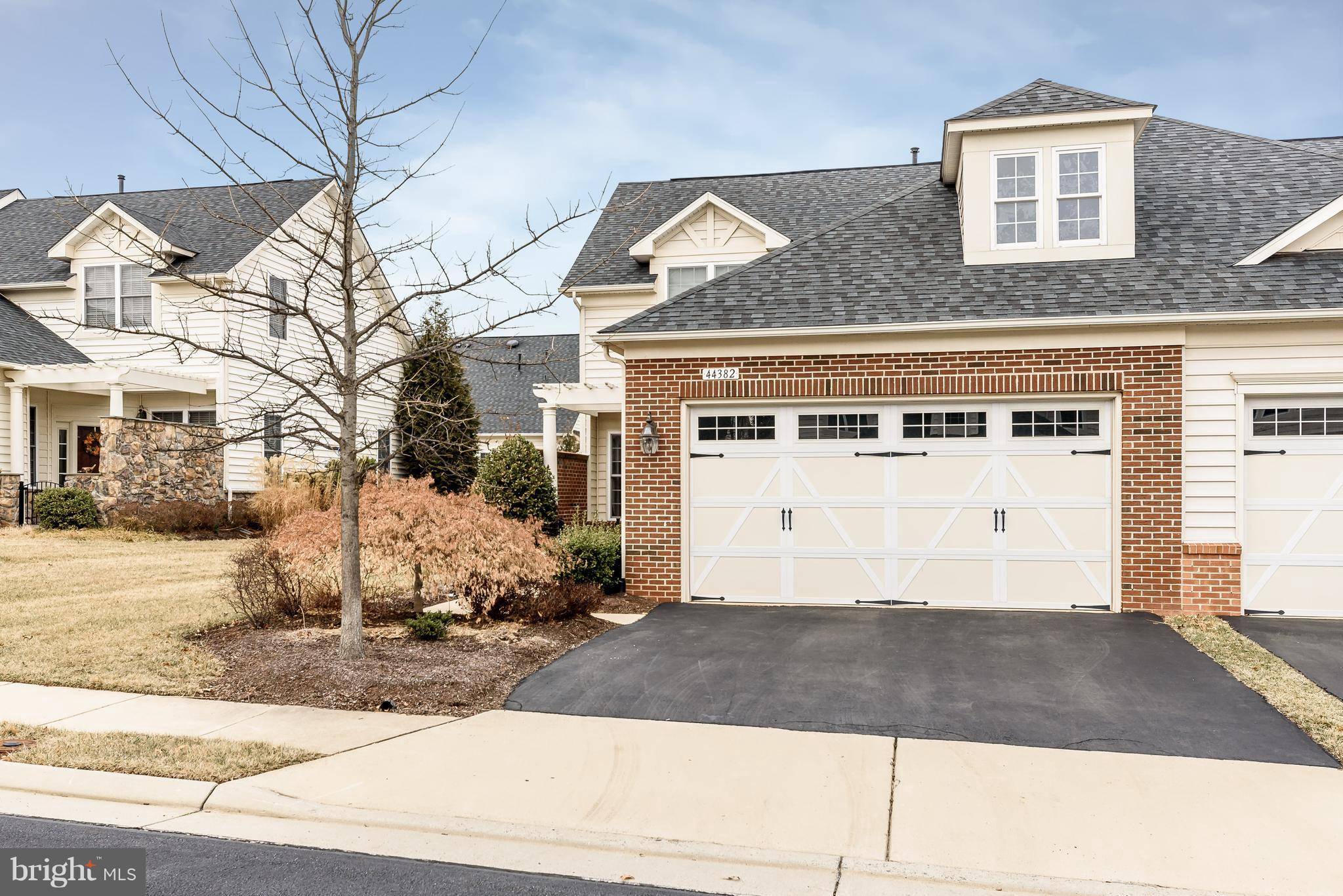 Garage Boston Manor Road 44382 Adare Manor Square Ashburn 20147 Re Max Gateway