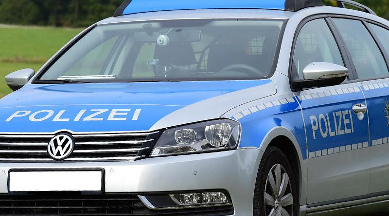 08.10.-Polizeiauto-800
