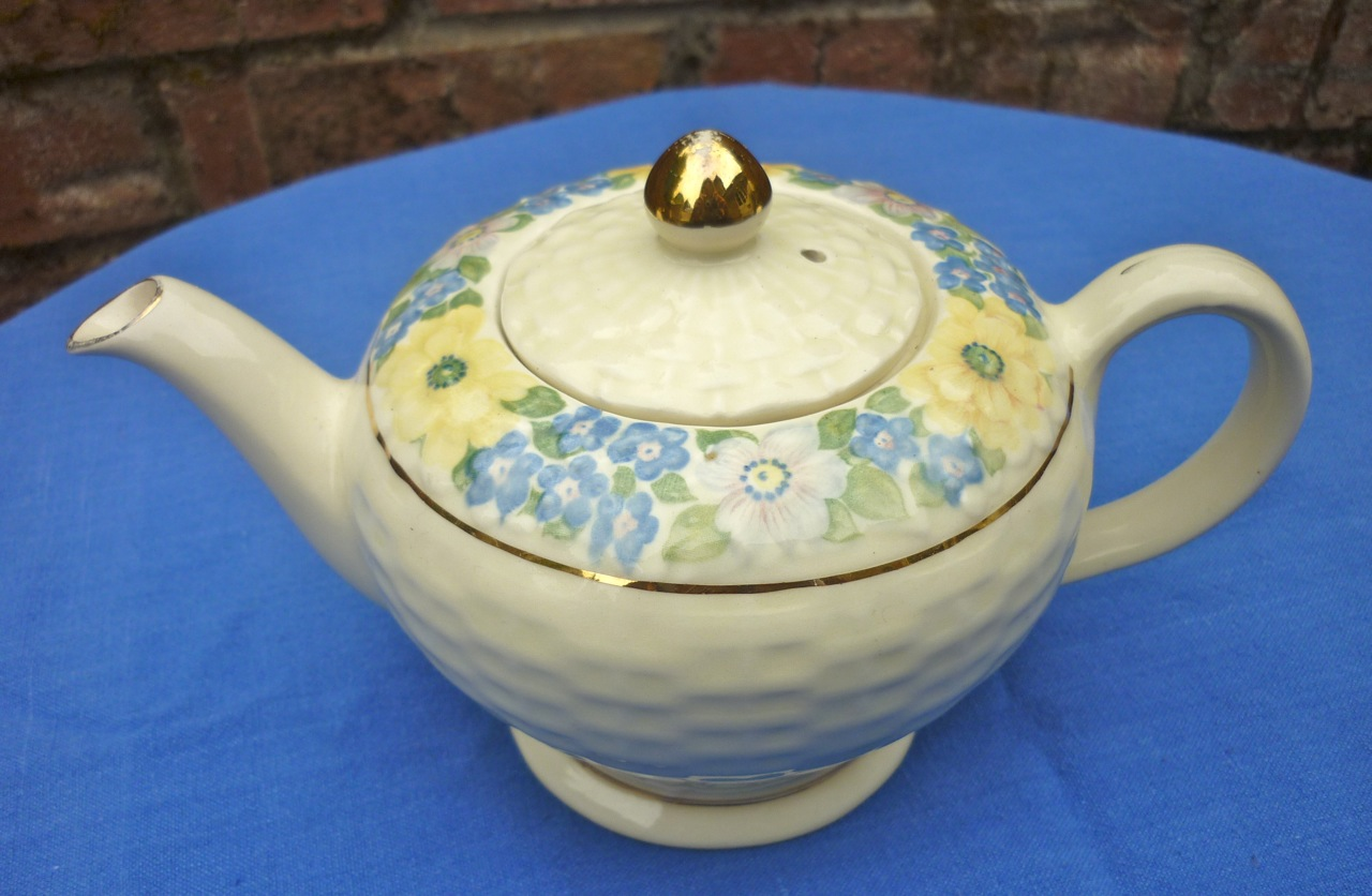 Looking For Teapots Cream Weave With Floral Teapot
