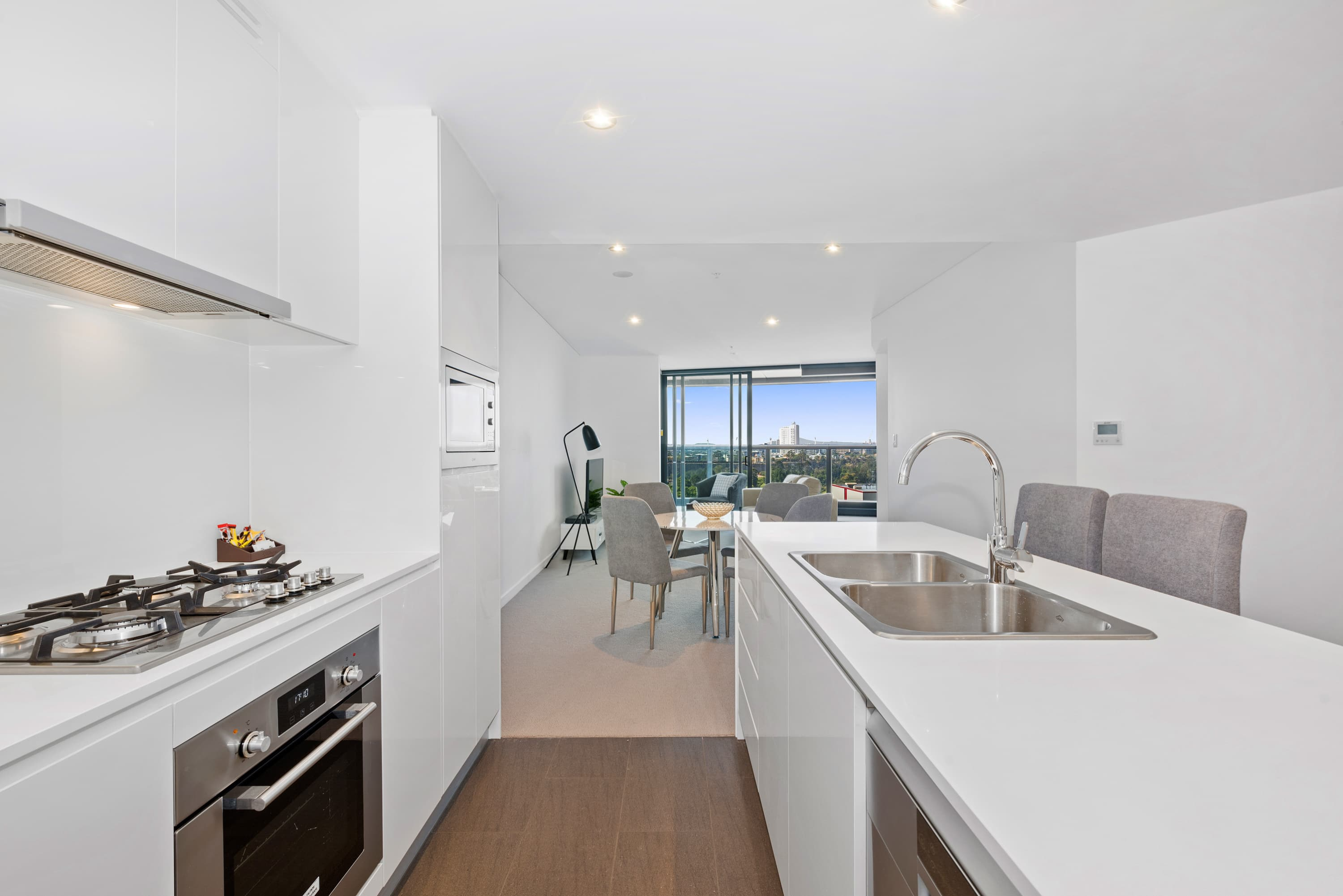 2 Bedroom Apartment Brisbane 2 Bedroom Apartments In Brisbane Brisbane Skytower