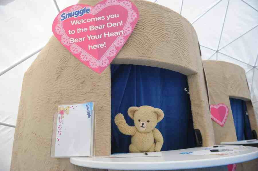 "Snuggle Gets People To ""Bear Their Hearts"" For Valentine's Day"