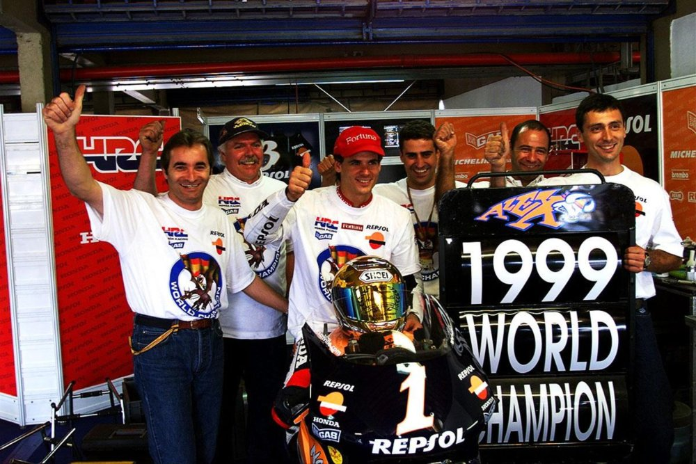 crivillé-celebra-título-de-1999-com-equipe.jpg