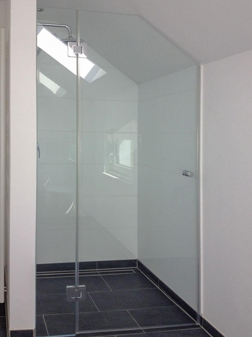 Dachschräge Dusche   Kleines Bad Mit Schräge Wohn Design Luxus ...