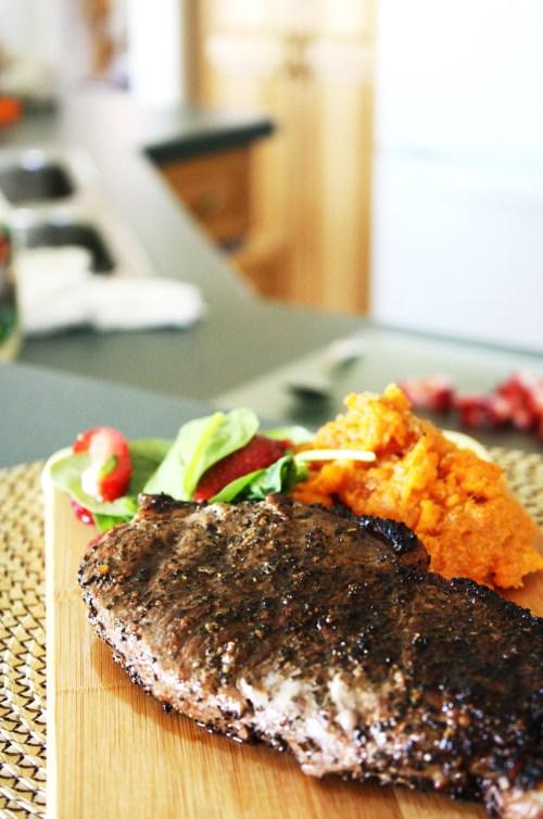 Coffee Rubbed Steak & Sweet Potatoes | bsinthekitchen.com #steak #coffee #bsinthekitchen