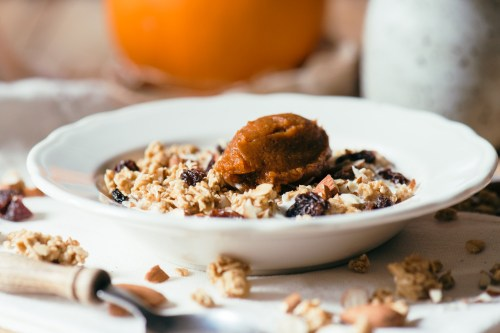 Pumpkin Spice Yogurt Parfait | bsinthekitchen.com #pumpkinspice #breakfast #bsinthekitchen