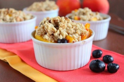 Healthy Peach Blueberry Crumble