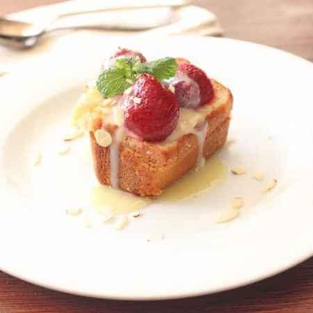 Frozen Strawberries and White Chocolate Amaretto Sauce