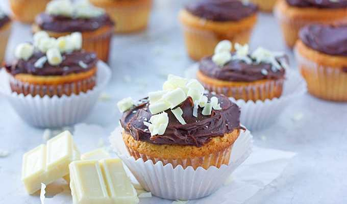 White & Black Cupcakes