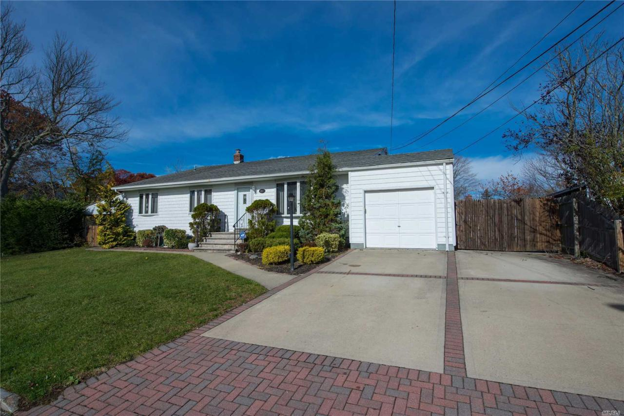 Garage For Sale Long Island 867 Elmwood Rd W Babylon Ny 11704 Mls 3085222 Netter Real Estate