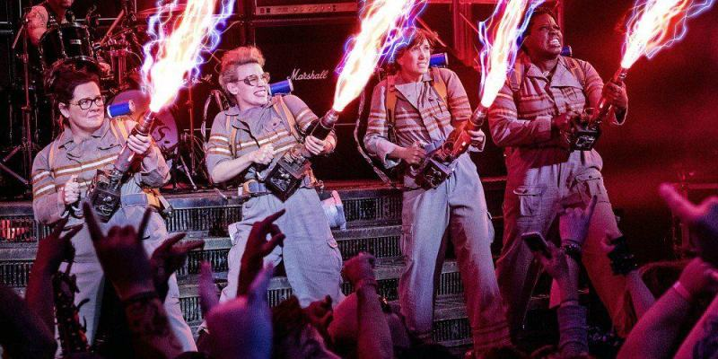 ghostbusters-2016-cast-proton-packs-images