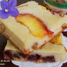 Prăjitură cu iaurt şi nectarine