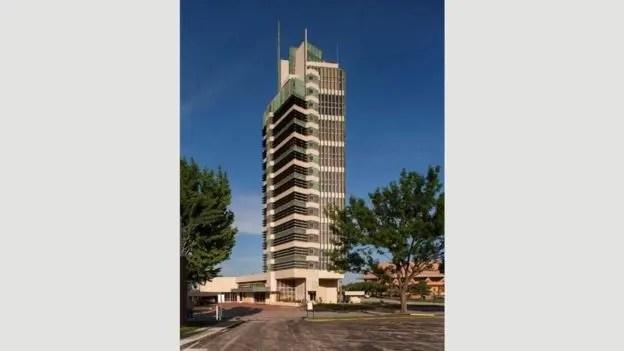 """La """"Price Tower"""", en Baskerville, Oklahoma, y de 19 pisos, es el único """"rascacielos"""" diseñado por Frank Lloyd Wright"""
