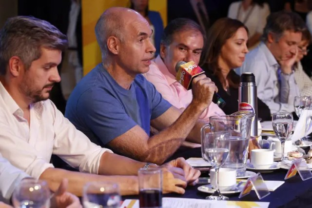 Peña, Rodríguez Larreta, Schiavoni, Vidal y De Andreis, ayer, en la cumbre oficialista en Parque Norte