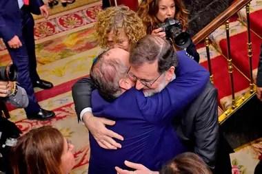 Miembros del Parlamento le reciben a Mariano Rajoy al llegar al Congreso de los Diputados
